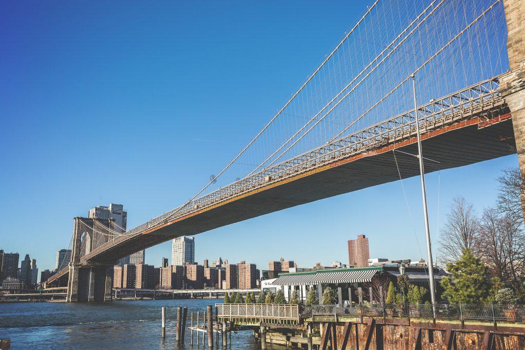 puente de acero ubicado en brooklyn